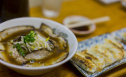 らー麺さかたのチャーシューメンと餃子