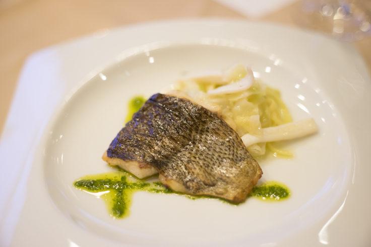 和歌山県産イサキのインパデッラ自家製パスタ「キタッラ」添え剣先イカを使ったソース