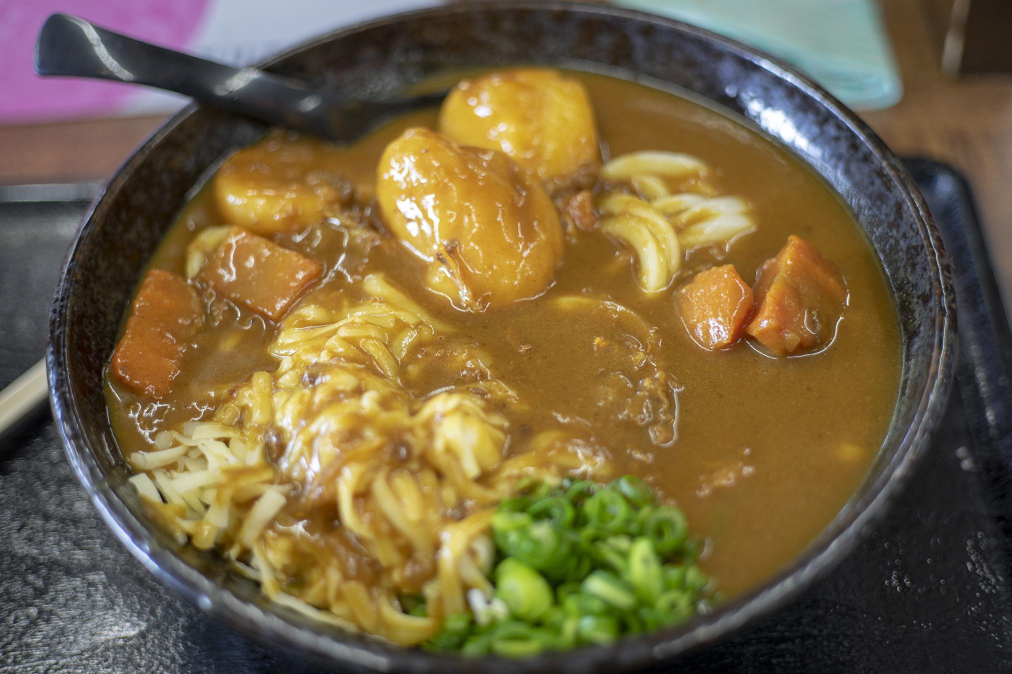 『こだわり麺屋』の讃岐カレーうどんはゴージャス!