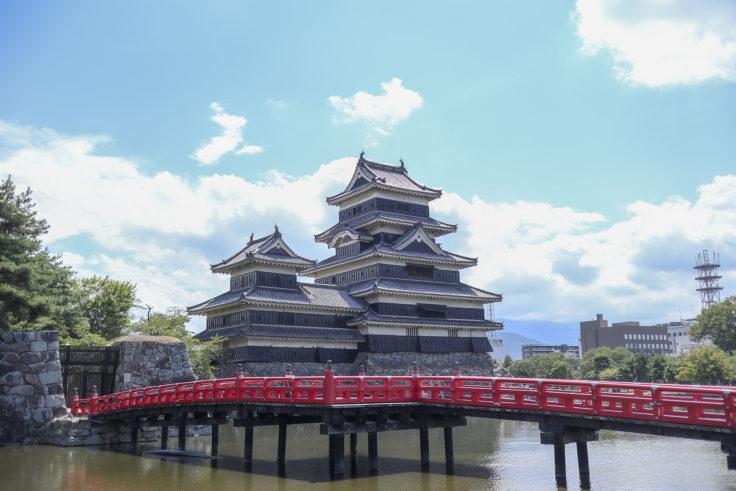 松本城朱色の橋