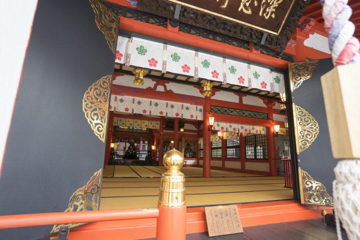 深志神社拝殿内部