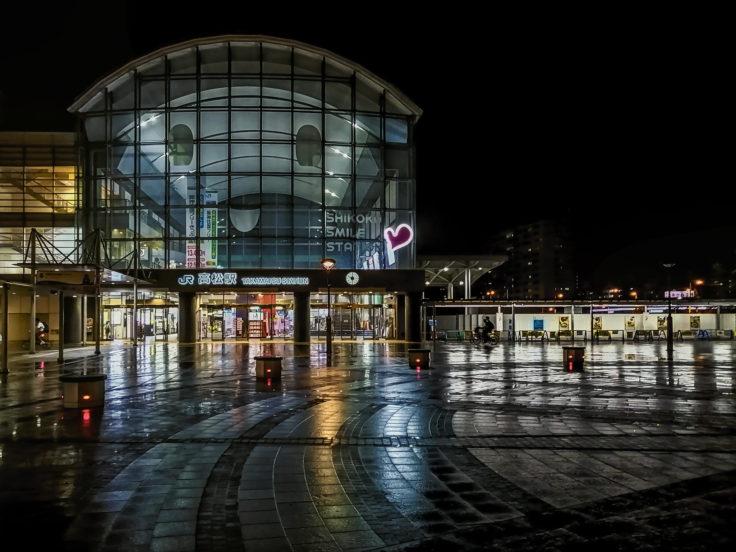 夜の高松駅2
