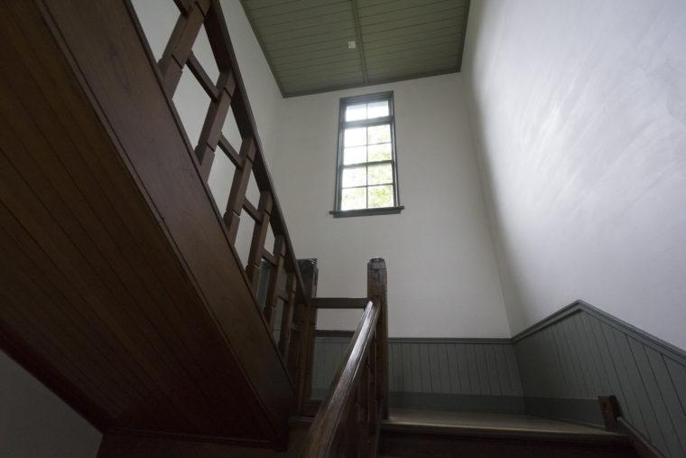 あがたの森文化会館階段
