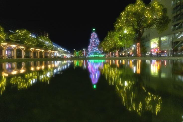 坂出井市民広場のクリスマスツリーリフレクション2