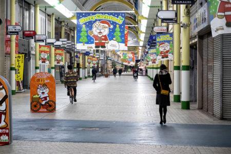 夜の高松市アーケード商店街田町