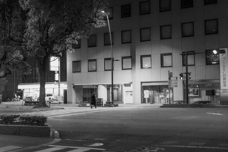 夜の横断歩道