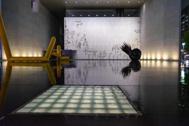 雨の猪熊弦一郎現代美術館正面