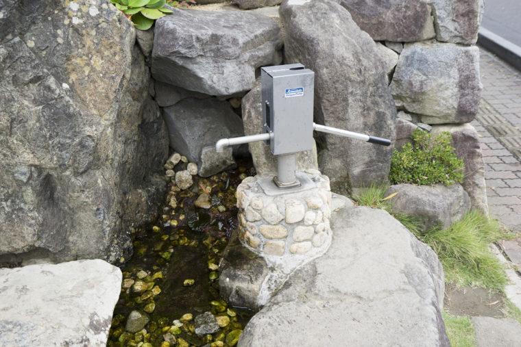 松本市役所前庭井戸