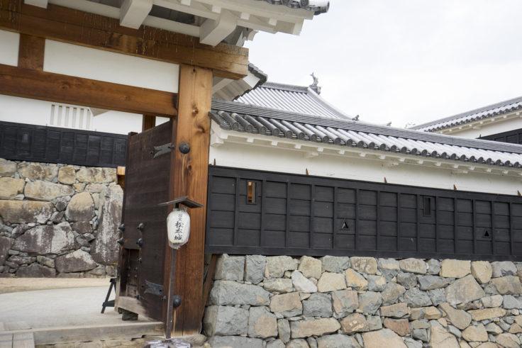 松本城西側入り口