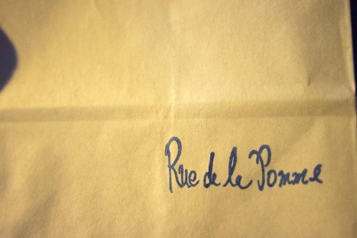 リュ・ドラ・ポムの紙袋ロゴ