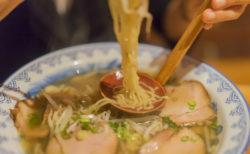 五割安のラーメンの麺