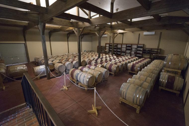 安曇野ワイナリーワインセラー室内