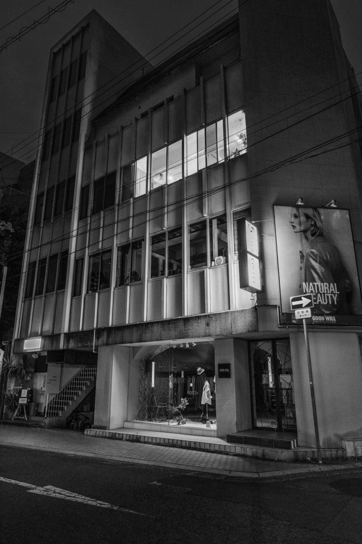 夜のスナップ写真ビル