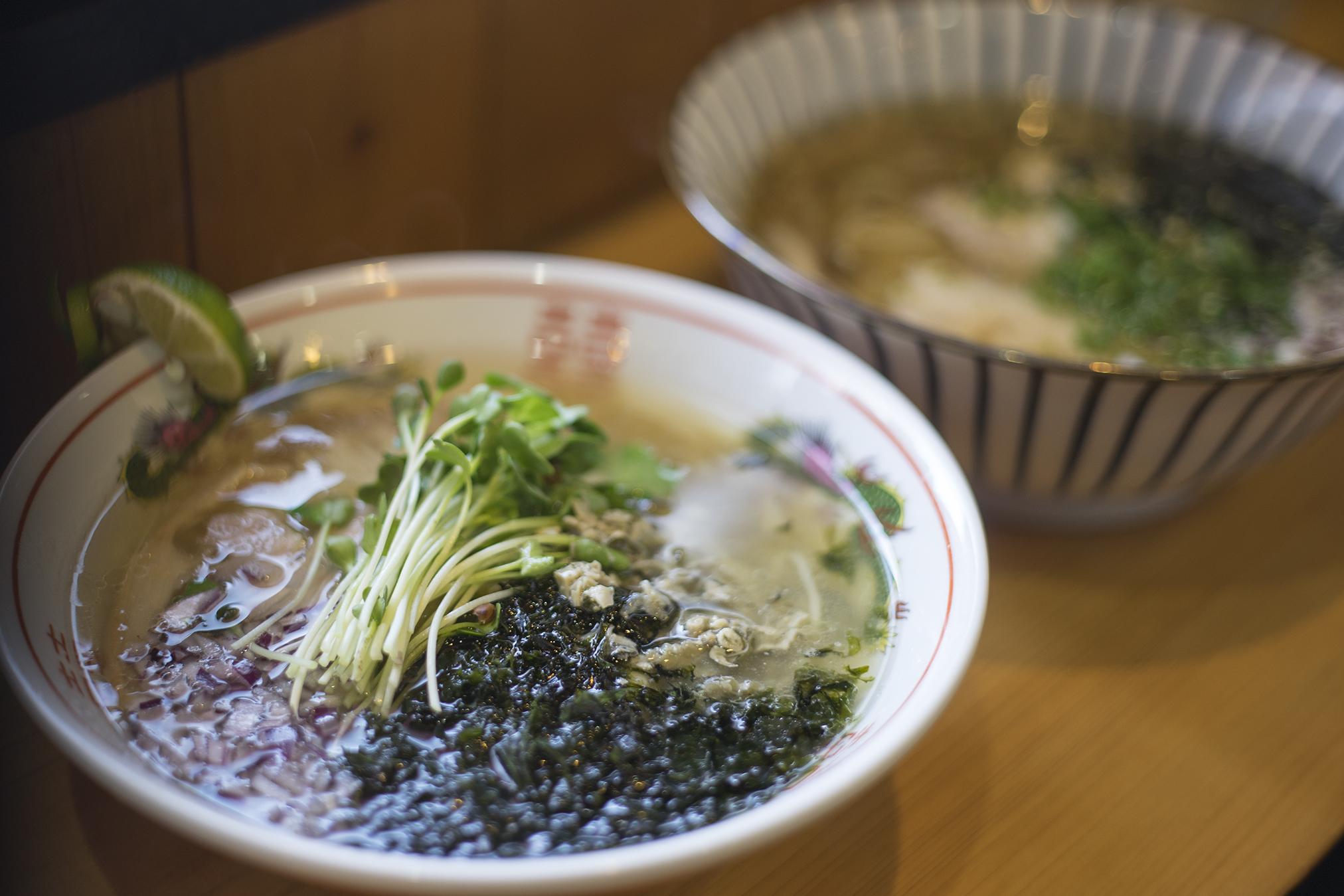 麺喰屋『澤』の「ホウボウと焼きカマスの中華そば牡蠣オイル添え」