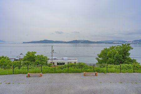 房前公園から見える琴電と瀬戸内海