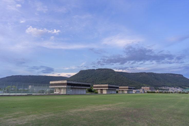 高松市東部下水処理場のサッカーグラウンドから見た屋島