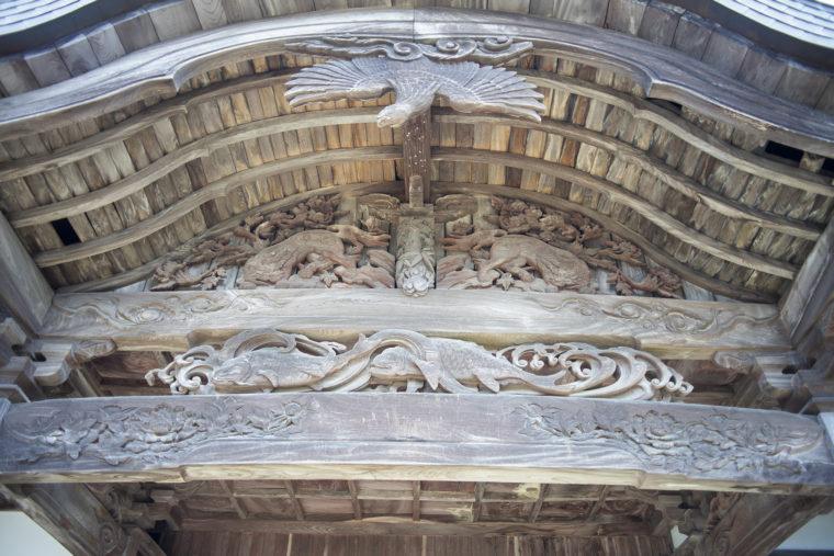 箸蔵寺本坊の彫刻