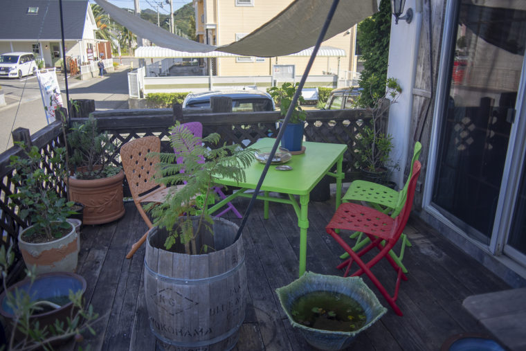 カフェローズマリーズ外のテーブル2