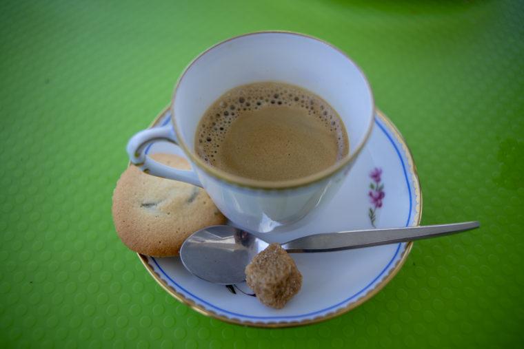 カフェローズマリーズのエスプレッソとクッキー