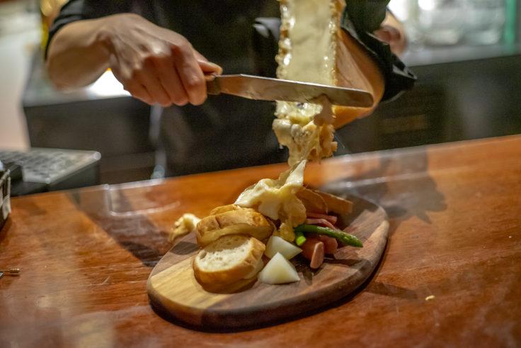 マホガニーのラクレットチーズ