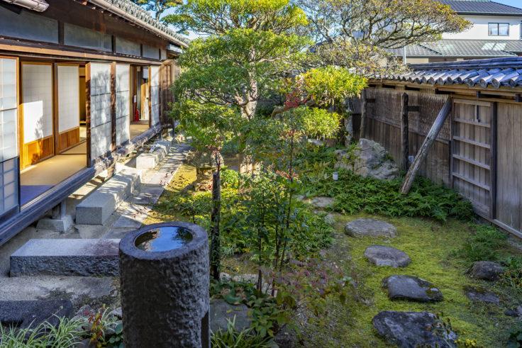 讃州井筒屋敷母屋庭園