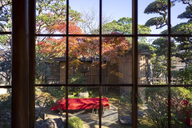 讃州井筒屋敷母屋の吹きガラス