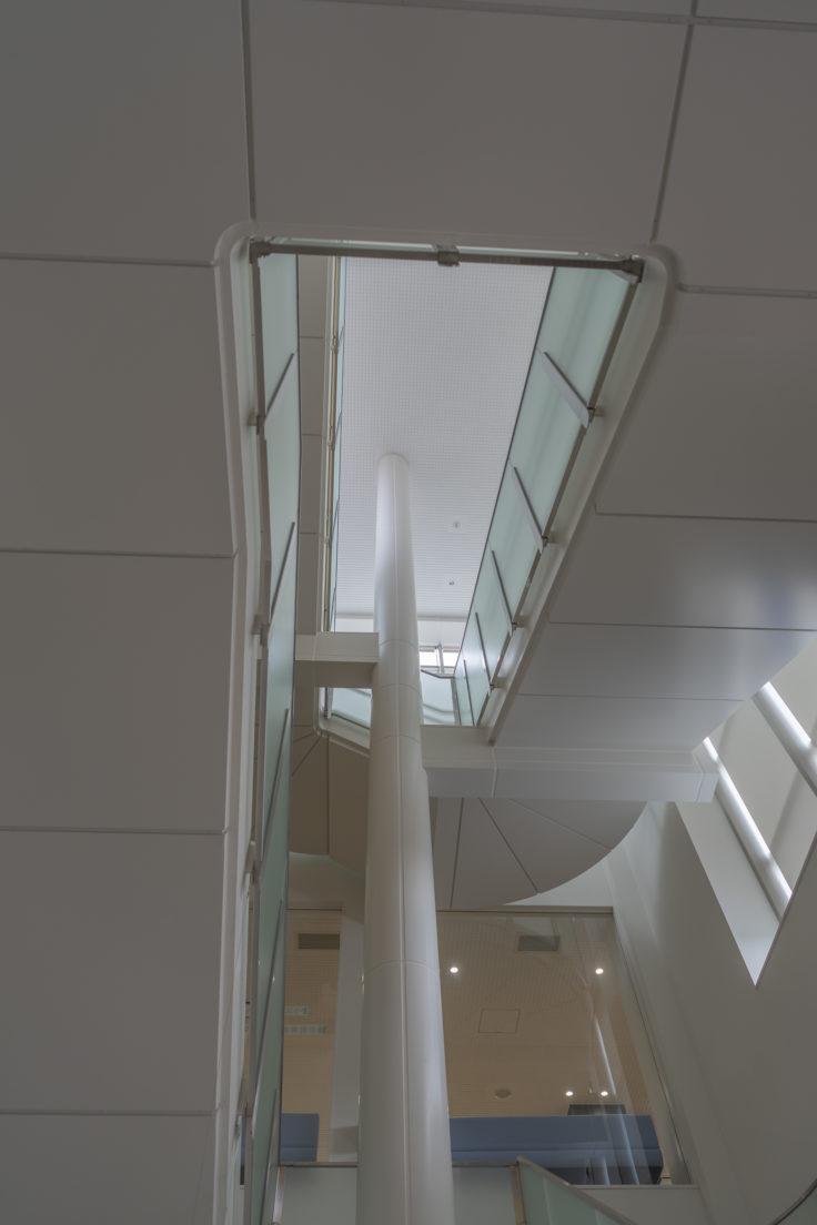 東かがわ市立図書館階段