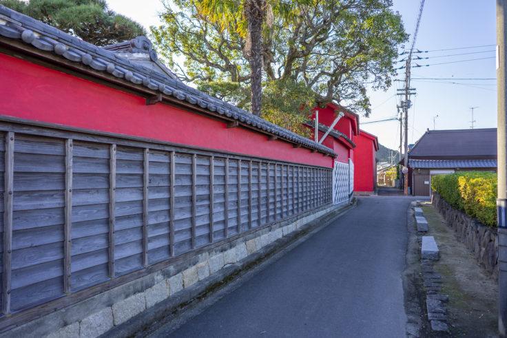 かめびし屋赤い壁2