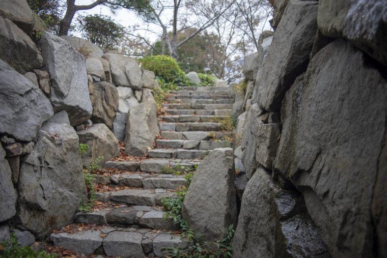 くぐり滝階段