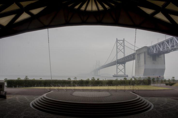 マリンドームから見た瀬戸大橋