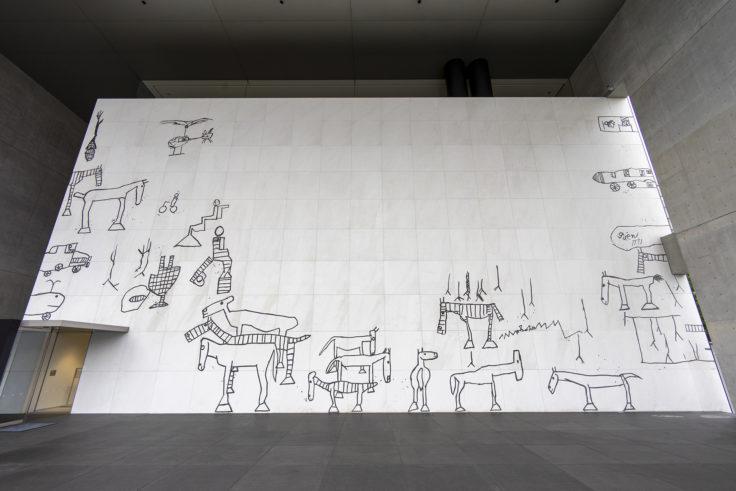 猪熊弦一郎現代美術館外の壁画