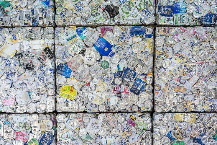 川島猛アートファクトリー入口空き缶のアート