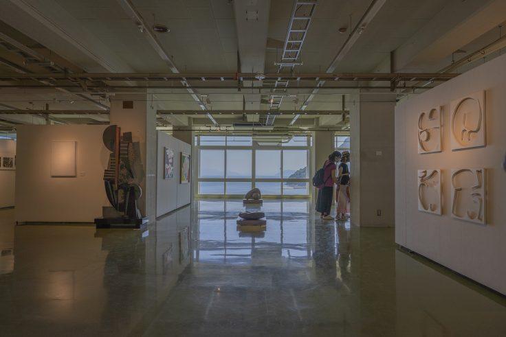 川島猛アートファクトリー入口から見える瀬戸内海