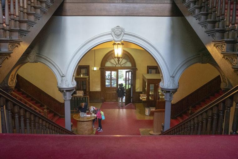 赤れんが庁舎 (北海道庁旧本庁舎)入り口階段上から