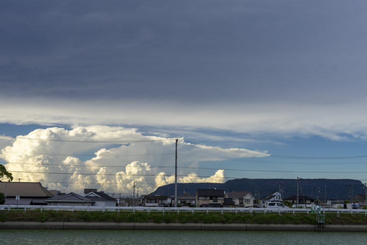 屋島と入道雲