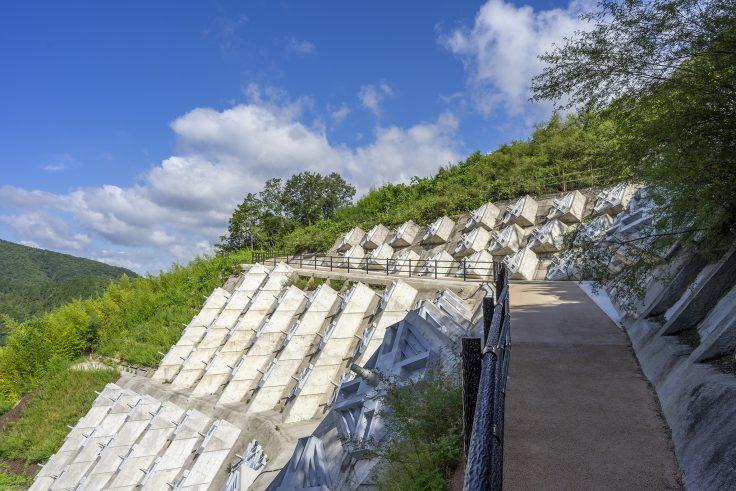 椛川ダム展望広場から山頂広場へ3