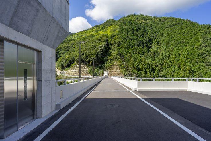 椛川ダムの上