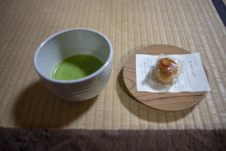 掬月亭の抹茶とお菓子