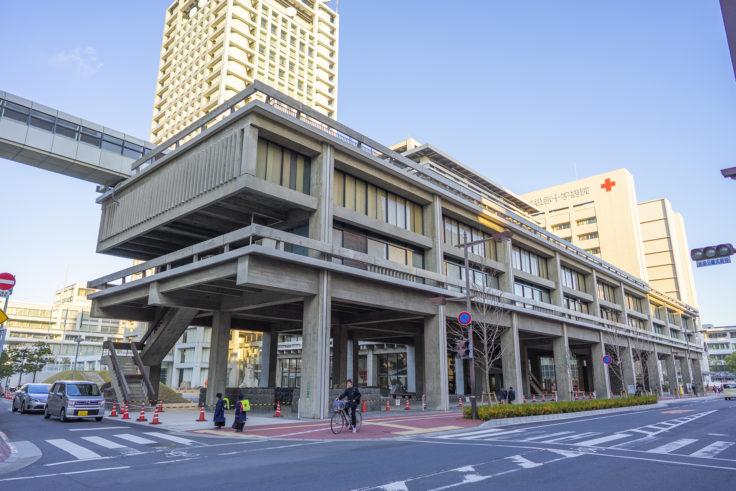 香川県庁舎東館ななめ