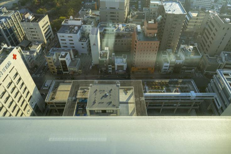 香川県庁舎本館から見た屋上庭園