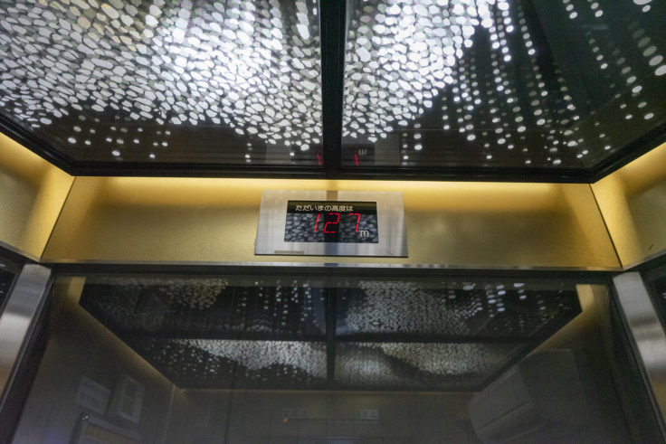 ゴールドタワーエレベーター内2