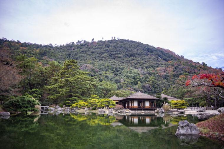 南湖の掬月亭