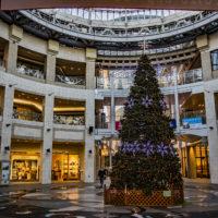 高松市中央商店街ドーム下のクリスマスツリー
