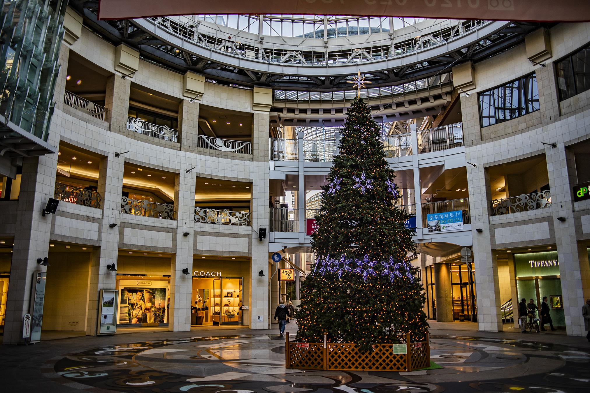 高松市アーケード街のクリスマスムード