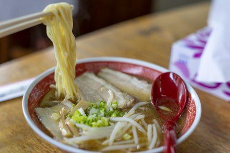 赤松食堂のチャーシュー麺リフトアップ