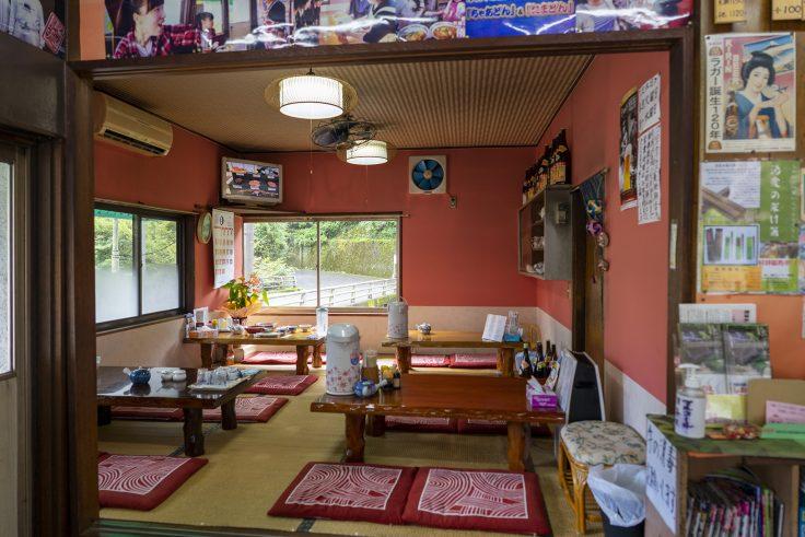 赤松食堂店内2