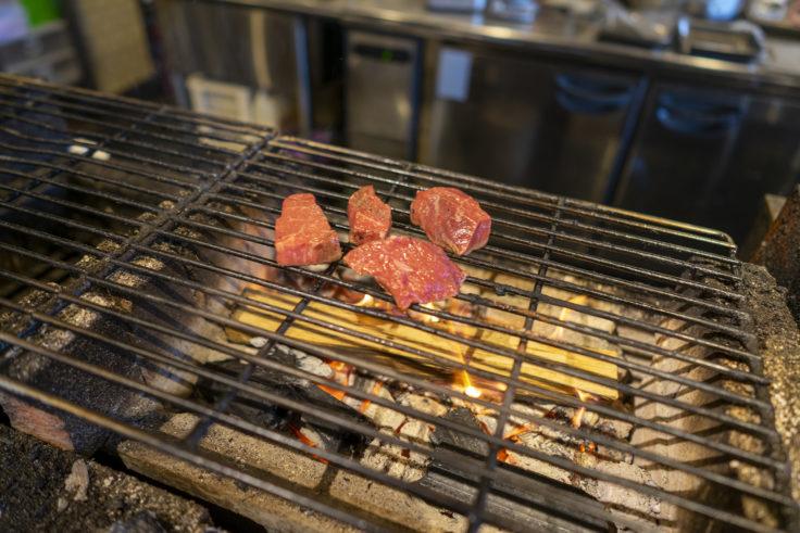 薪たまの薪焼きのステーキ