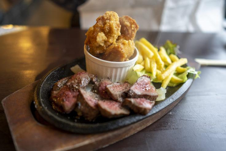 薪たま国産黒毛牛カットステーキ&鶏の唐揚げ