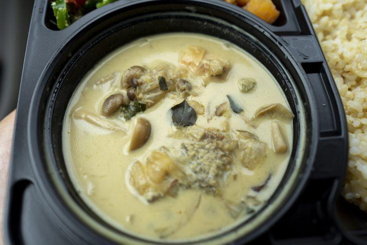 朔日の秋鮭としめじの味噌ココナッツ2