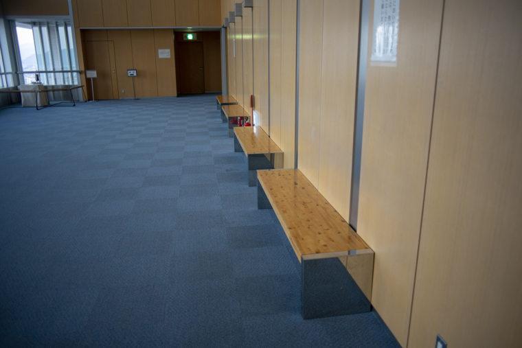 香川県庁21階展望室ベンチ